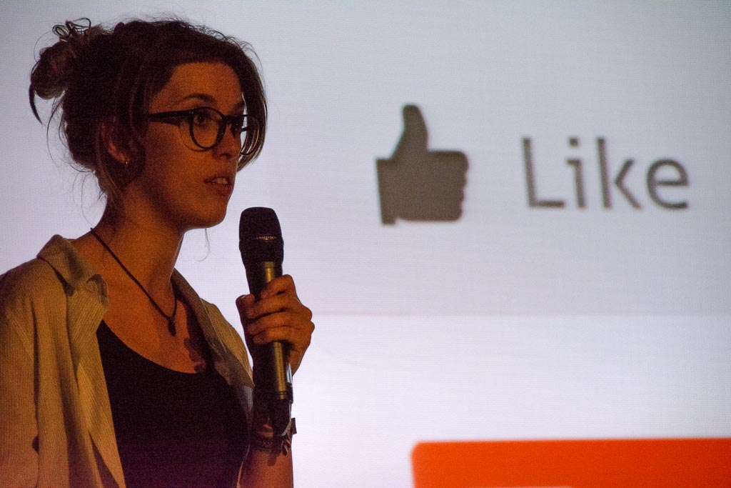 Martina Eglseder beim 1. Science Slam in Holzkirchen Foto