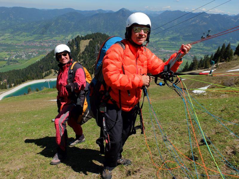 Hans und Hagen Mühlich (v.l.) bereiten sich auf den Start vor
