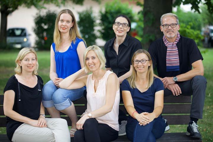 Autor*innen des Dossiers der Jouenalistenakademie (von oben li.): Sonja Müller, Eva-Maria Steckenleiter, Matthias Hommel, Ines Wagner, Sandra Westermann, Ina Krug. Foto: Noah Cohen