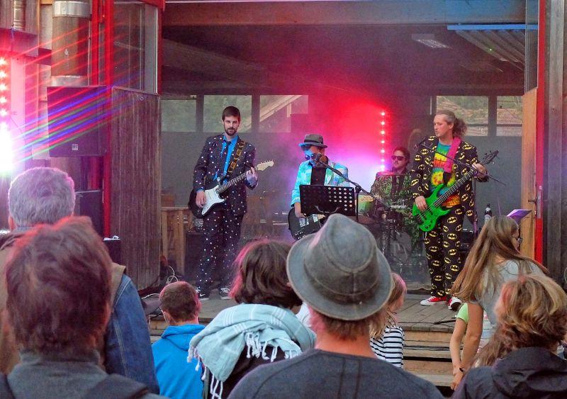 Am Samstag der groovige Gig von V.O.I. - Funk Rock aus Schliersee. Foto: Ines Wagner