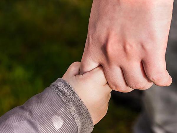 Dossier Vertrauen der Journalistenakademie - zum Beispiel zwischen Eltern und Kind