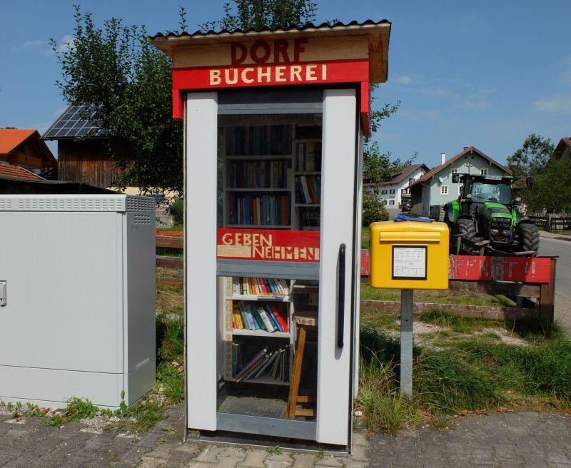 Die selbstgeschnitzte Dorfbücherei - Johannes Volkmann mit Jörg Steinleitner
