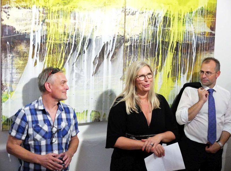 Bildpark Gallery Vernissage: v.l. Jürgen Welker, Galeristin Gabi Papst