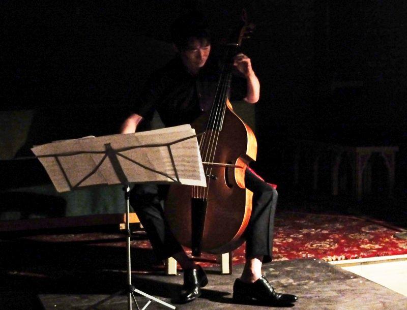 Kunihiro Mimura an der Viola da gamba