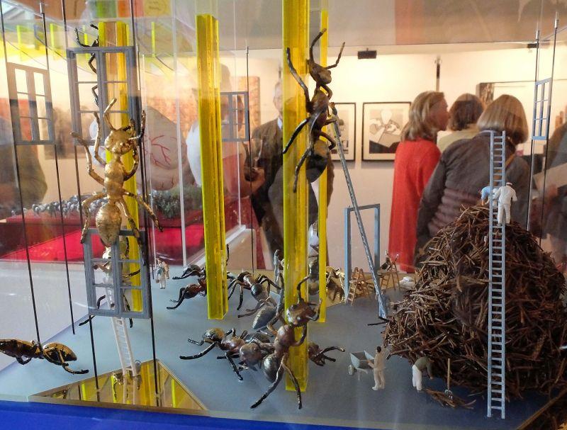 """Blick in die Kunstausstellung Bayrischzell - Alois Siepl, Vogtareuth: """"Evolution II"""". Foto: Ines Wagner"""