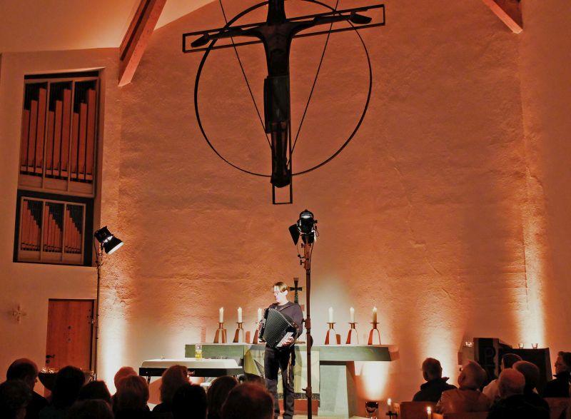 "Andreas Rebers alias Reverend Rebers mit seinem Programm ""Amen"": Foto: Ines Wagner"