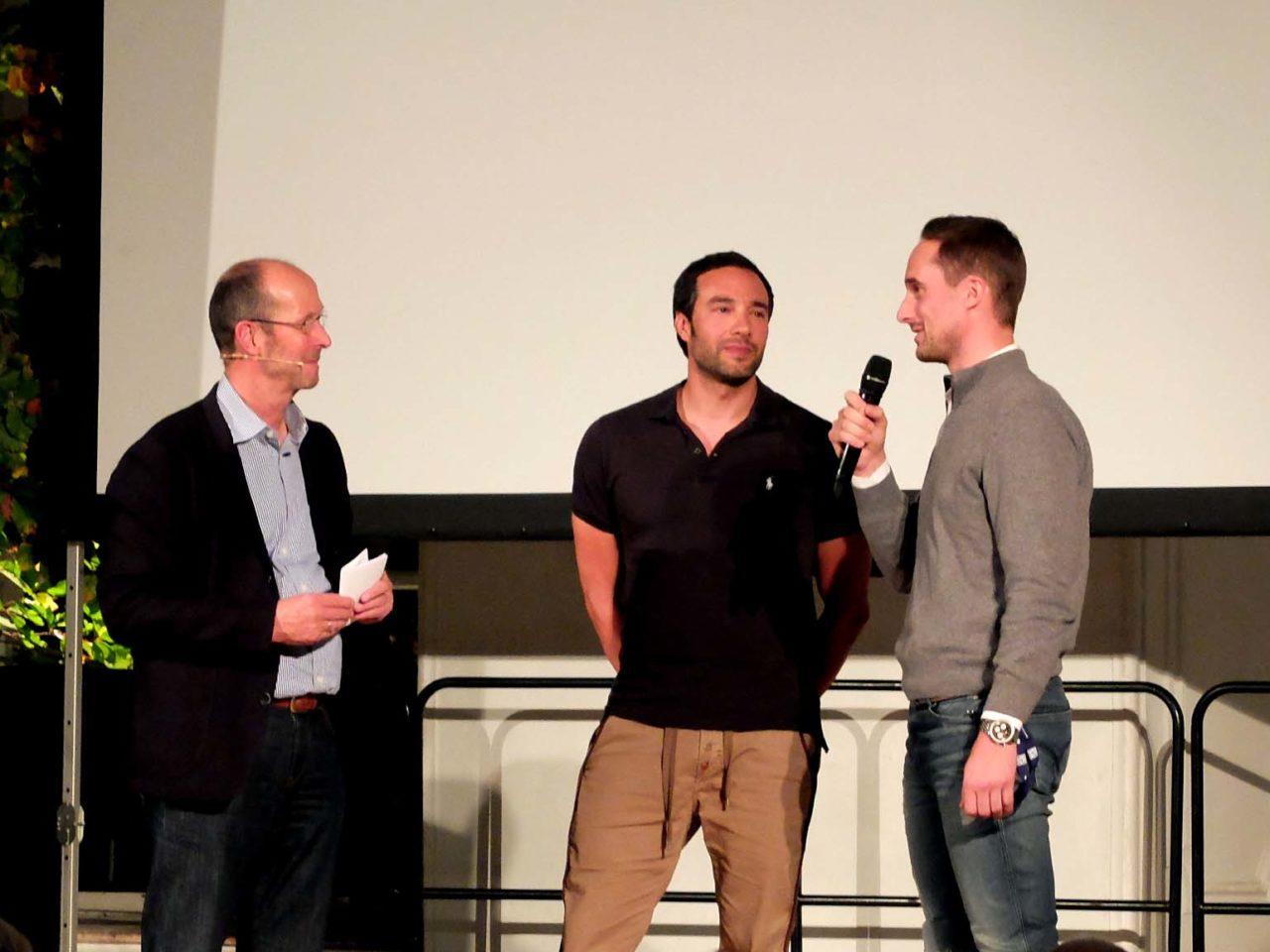 Festivalleiter Michael Pause mit Regisseur Puria Ravahi und Skyjumper Maximilian Wendt (v.l.).