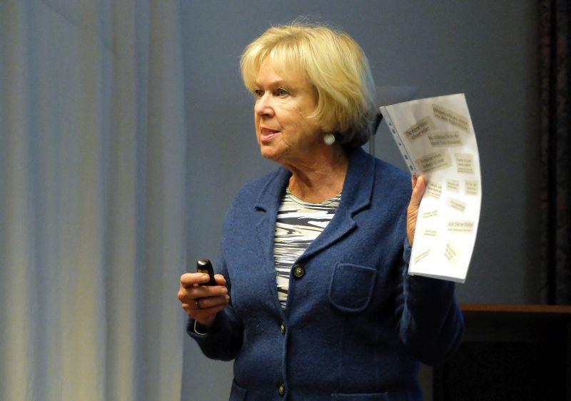 Dr. Monika Ziegler beim Vortrag in Holzkirchen.