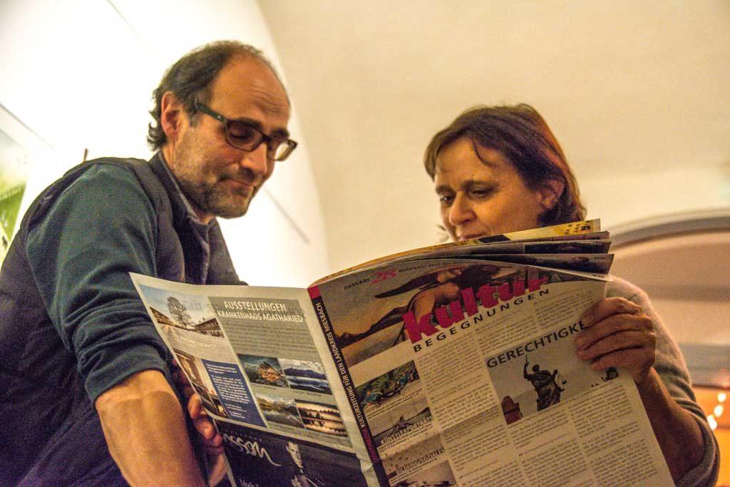 Schauspieler Bernd Schmid mit Ingrid Huber, Hausherrin des KULTUR im Oberbräu