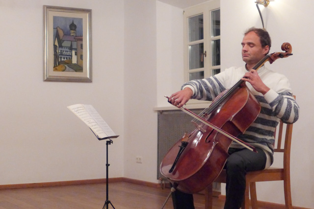 """Cellist Dietmar Rexhausen - beim Warngauer Dialog zum Thema """"Brauchen wir Religion?"""""""