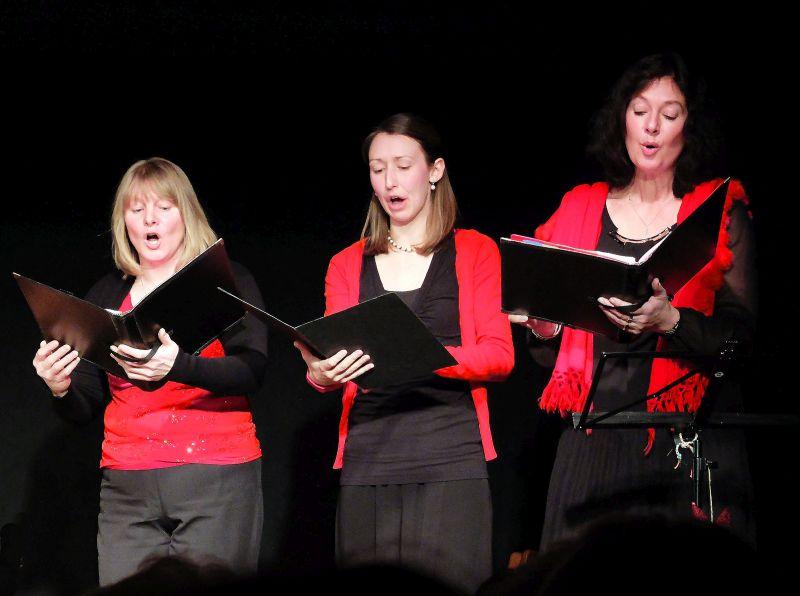 Bäerbel Pischetsrieder, Lisa Schött, Uschi Bommer beim Weihnachtskonzert in Waakirchen