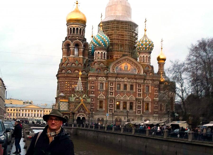Jury-Mitglied Marcus Vitolo vor der Marine-Kirche St. Petersburg.