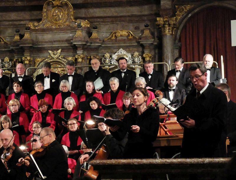 Sopran-Solistin Angela Schütz und Bass-Solist Bernhard Spingler.