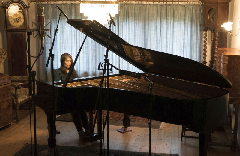 Pianistin Masako Ohta bei der Aufnahme der CD am Bechstein-Flügel