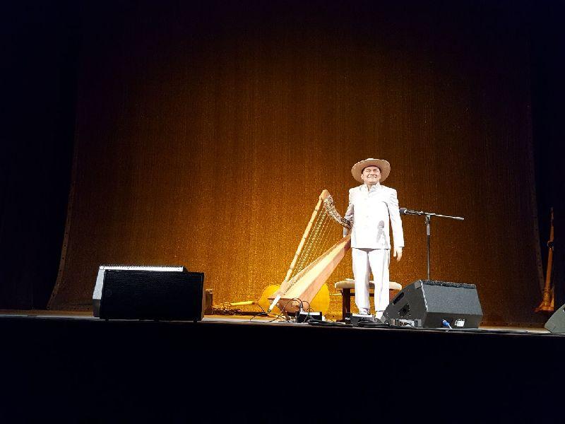 Diego Laverde Rojas beim Harfenfestival im Waitzinger Keller