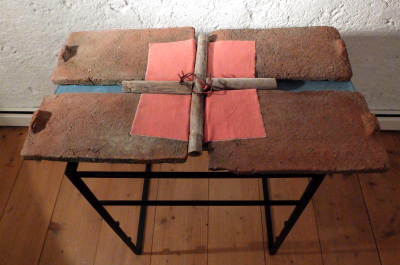 """Eines der vielen Kreuze Peter Remmlings - Ausstellung """"Das Antlitz Christi"""""""