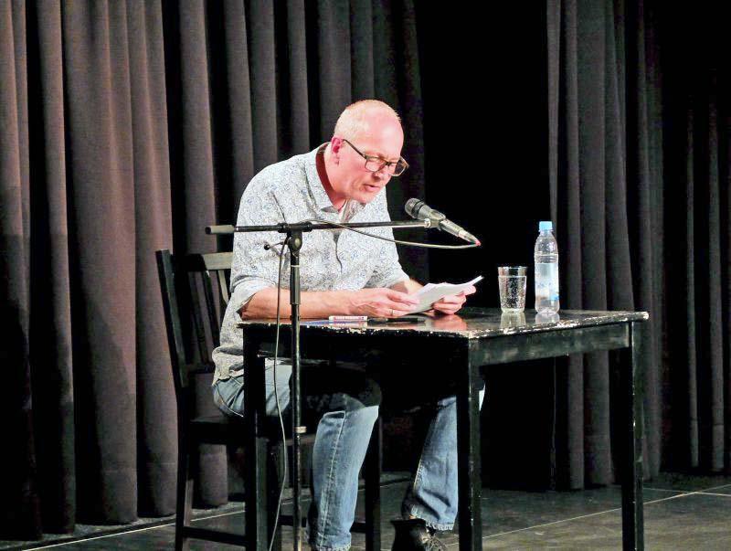 Andreas Föhr liest im FoolsTheater Holzkirchen aus Eifersucht