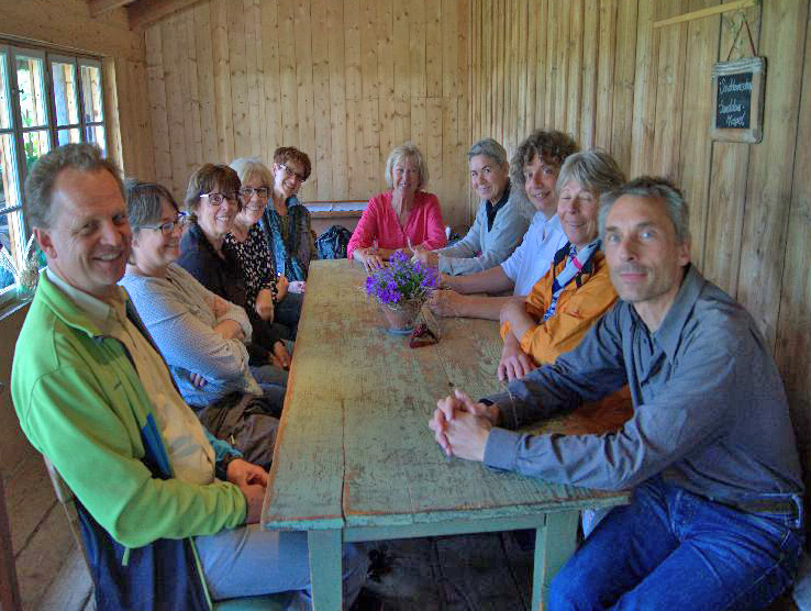 Teilnehmer des Spurwechselweges am Boahof in Holz