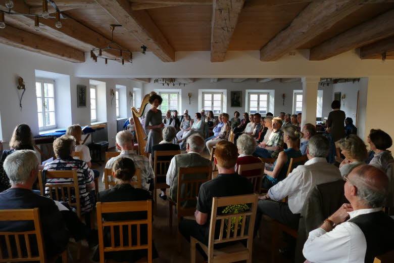 Jugend musiziert - Katharina Wittmann moderierte den Konzertabend im Altwirtsaal in Warngau