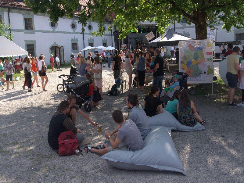Kloster Benedeikbeuern - gelöste Stimmung bei jung und alt