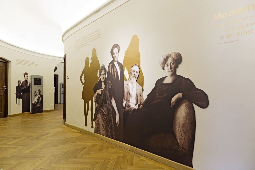 Blick in die Ausstellung Evas Töchter in der Monacensia