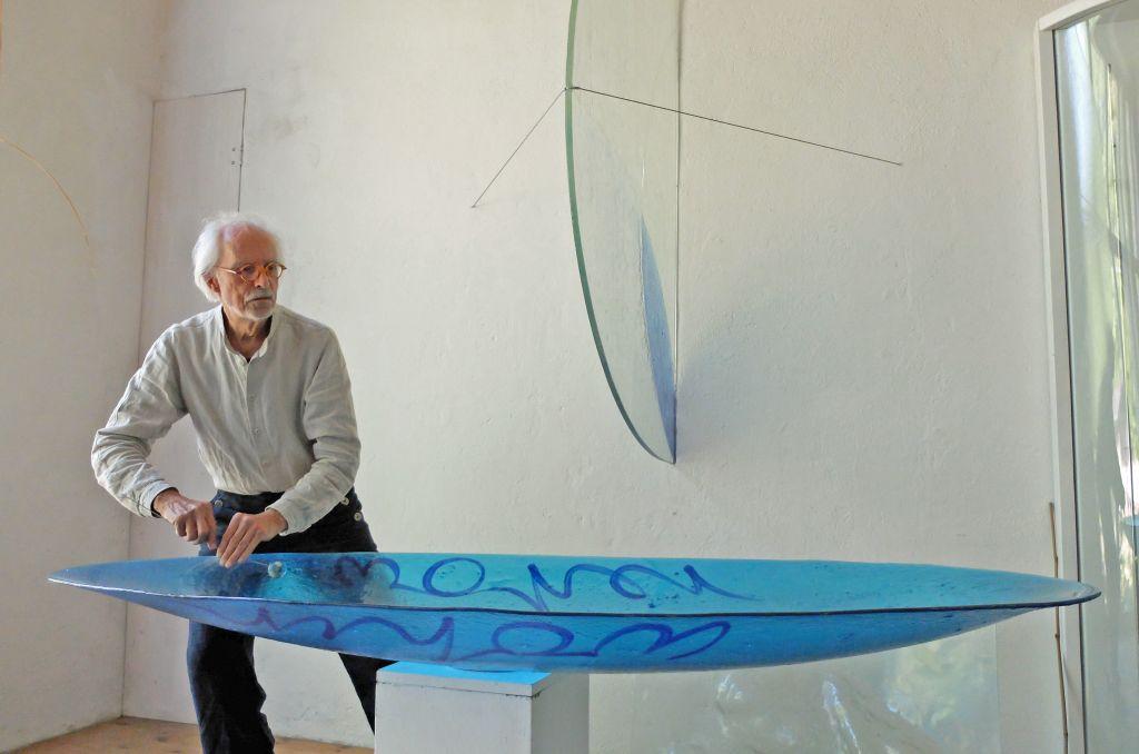 Glaskunst in Bayern - Florian Lechners faszinierende Klangkunst mit übergroßen Glasschalen
