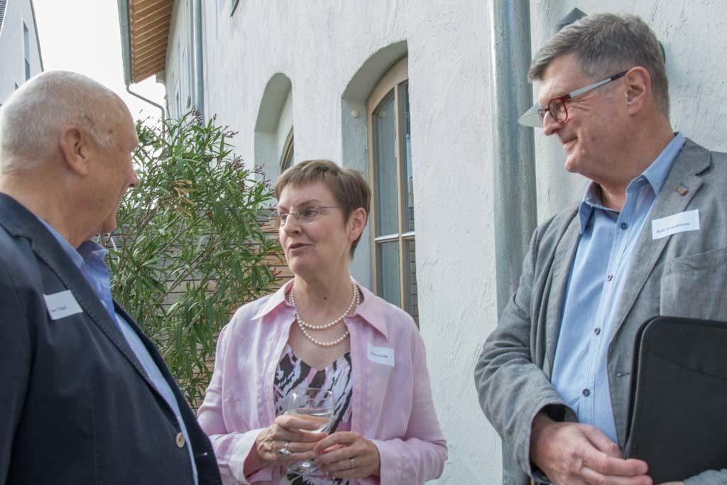 KulturVisions-Schatzmeisterin Becky Köhl im Gespräch mit Marc Tügel und Rolf Brandthaus