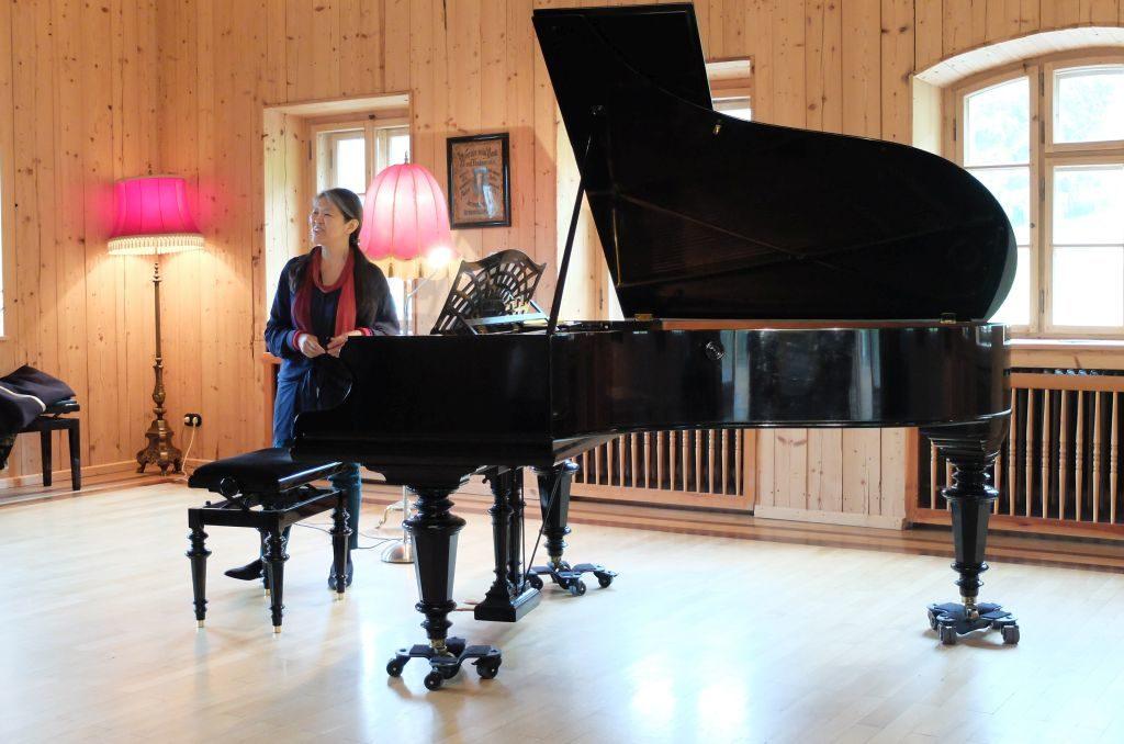 Masako Ohta bringt den Bechstein Flügel zu außergewöhnlichen Klängen
