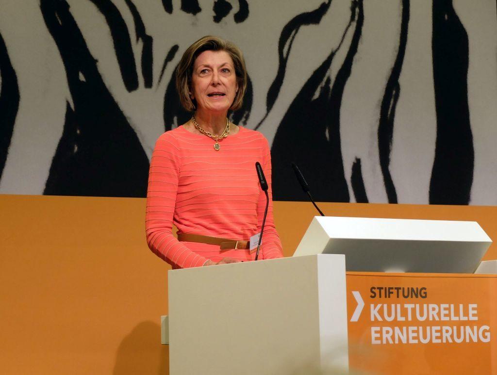 Stiftung Kulturelle Erneuerung - Kuratorin Stephanie Wahl