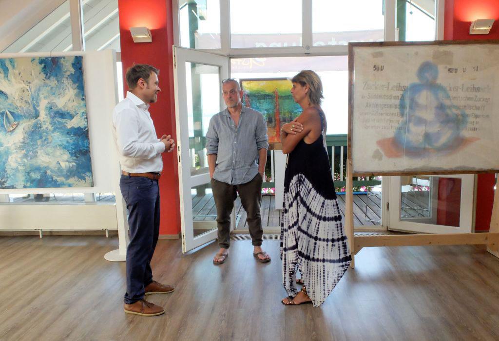 Kunst am Chiemsee - Alexander Walter, Magdalena Nothaft, Jürgen Welker (v.l.) in einer Gemeinschaftsausstellung am Chiemsee