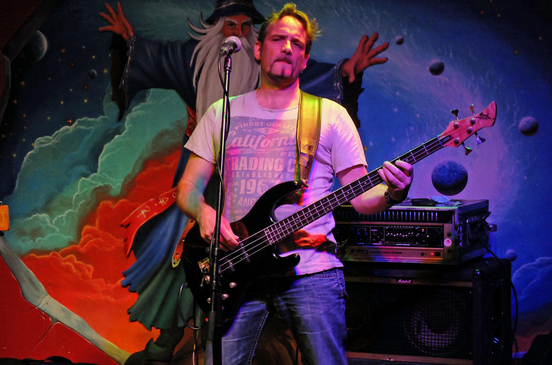 Der Haushamer Multimusiker Erich Kogler stieß 1995 zu den Trouble Boys