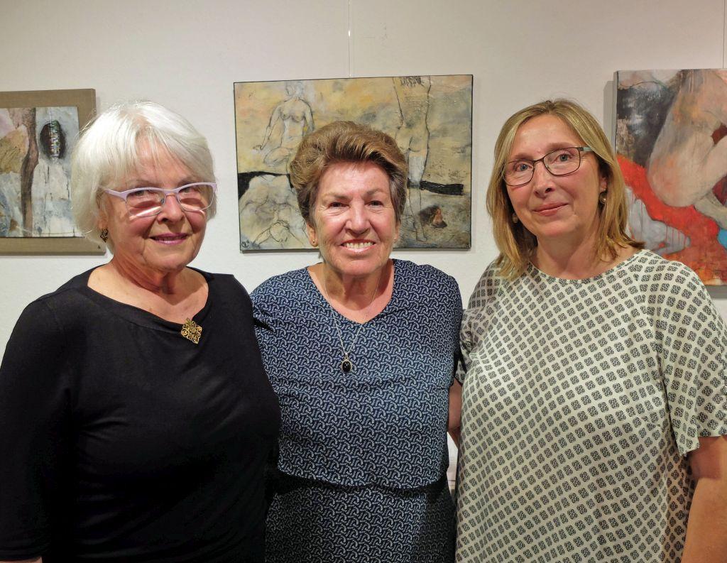 Kunst in Hausham - Die drei Malerinnen des Haushamer Kunstkreises: Gabriele Cremer, Brigitta Fröhler und Karoline Haberzettl (v.l.)