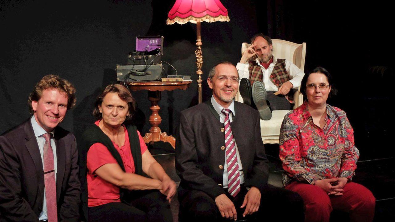 Freies Landestheater Bayern fusioniert mit Foolstheater Holzkirchen - Andreas Haas (FLTB), Ingrid Huber (FoolsTheater), Rudolf Maier-Kleeblatt (FLTB) und Isabella Krobisch (Waitzinger Keller) (v.l.)