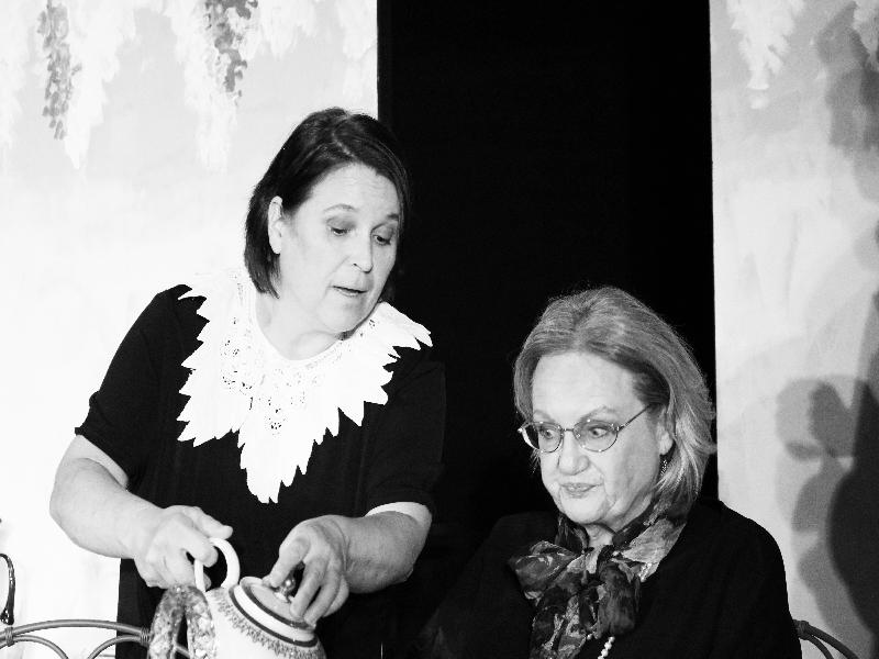 Barbara von Miller und Monika Greindl sorgen für anhaltendes Lachen