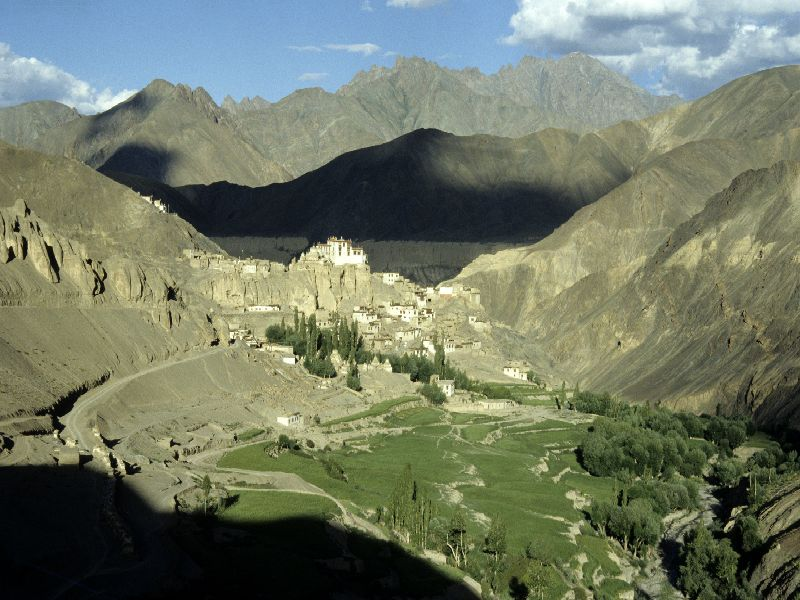 Malerische Lage von Ladakh Foto: Bruno Baumann