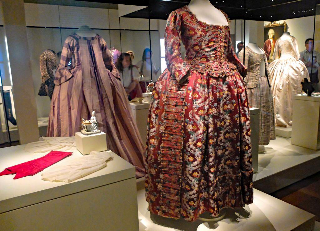 Barocker Luxus im Bayerischen Nationalmuseum München - der Kostümsaal