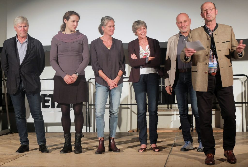 Bergfilm Festival Tegernsee - Festivalleiter Michael Pause bedankt sich bei der Jury: Sebastian Marseiler, Carla Braun-Elwert, Susan Gluth, Christine Kopp, Dr. Michael Bilic.