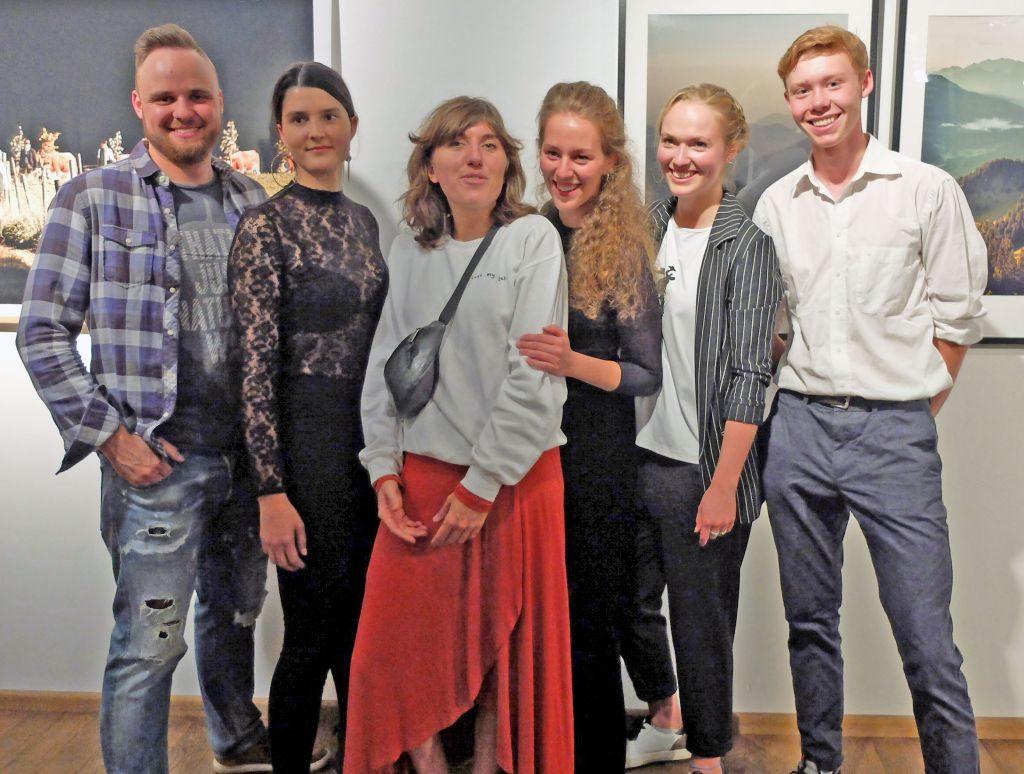 Die jungen Kreativen bei der Ausstellung im Seeforum: Felix Wolf, Muriel Breu, Lea schneider, Katharina Bourjau, Miriam Mayer, Vitus Rettermmeier (v.l.).