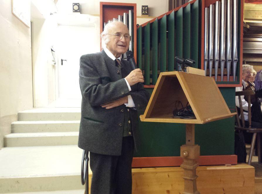 Sixtus Lampl hält eine Gedenkrede an Toni Schelle
