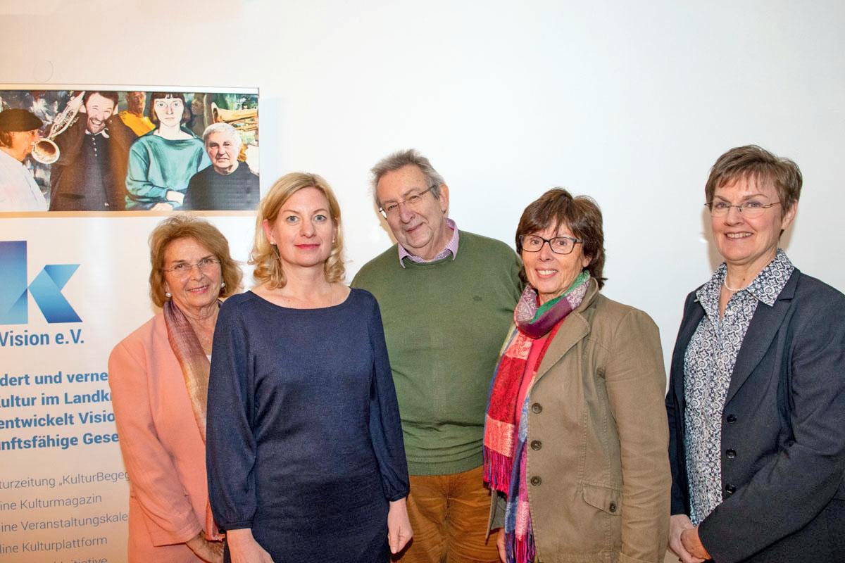 Der neue Vorstand von KulturVision e.V.: Kassenprüfer Linde Keck, 1. Vorstand Ines Wagner, Schatzmeister Bernhard Hoffmann, Schriftführerin Monika Heppt, 2. Vorstand Rebecca Köhl (v.l.)