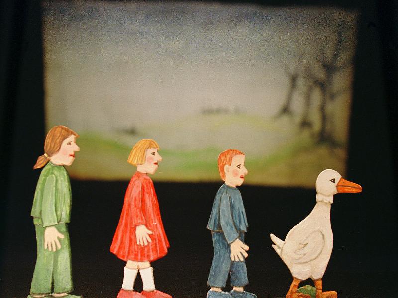 """Miniaturpuppen zum Stück """"Die Weihnachtsgans Auguste."""