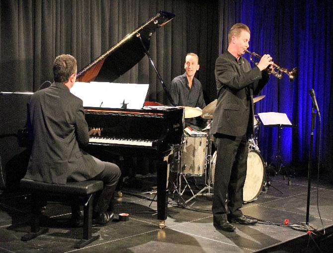 Echoes of Swing in Höchstform Bernd Lhotzky, Oliver Mewes und Colin T.Dawson