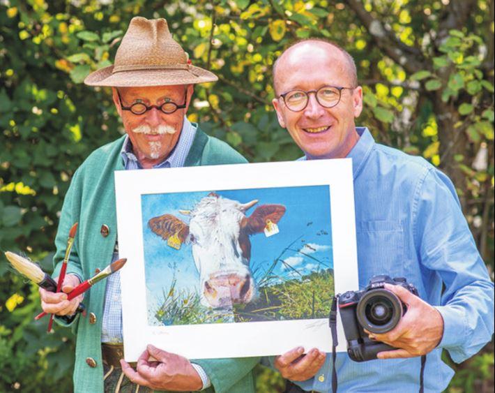 Maler Klaus Altmann und Fotograf Thomas Plettenberg (v.l.) und ihr Lieblingsmotiv: die Kuh