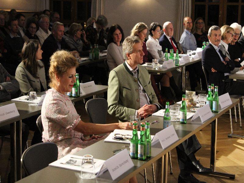 Barbara Vinken und Korbinian Kohler als Zuhörer von Willhelm Vossenkuhl. Foto: Andreas Vogt