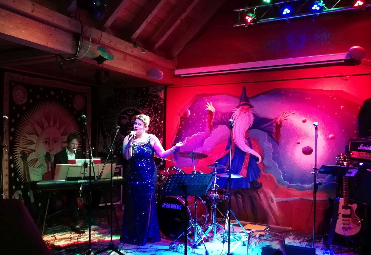 Any, alias Anika Kohlmorgen, tritt auch solistisch in Erscheinung