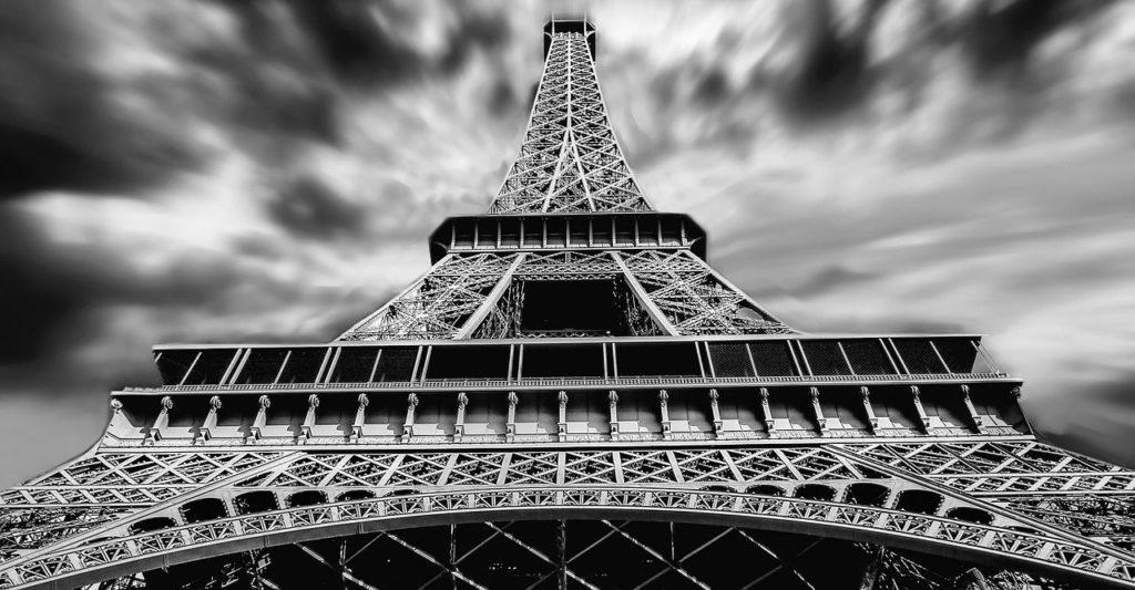umstrittenes Bauwerk Eiffelturm