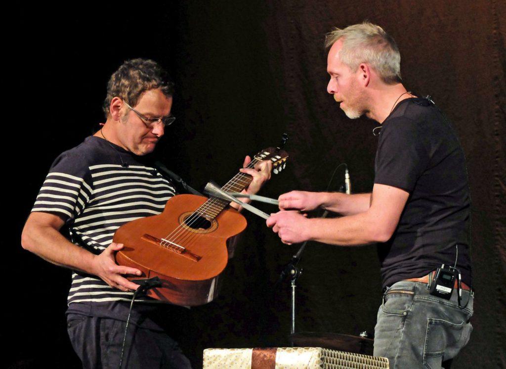 Peter Horn (Gitarre) und Florian Rein (Schlagzeug)