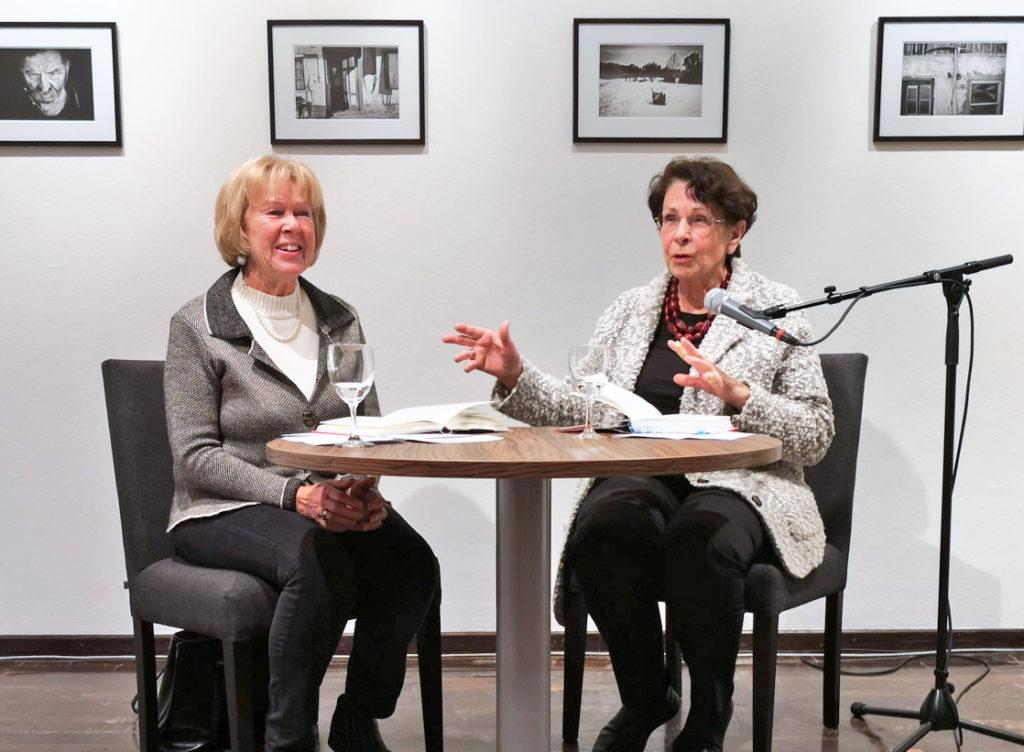 Monika Ziegler (KulturVision) und Helma Sick sorgen für geballten Frauenpower in Miesbach