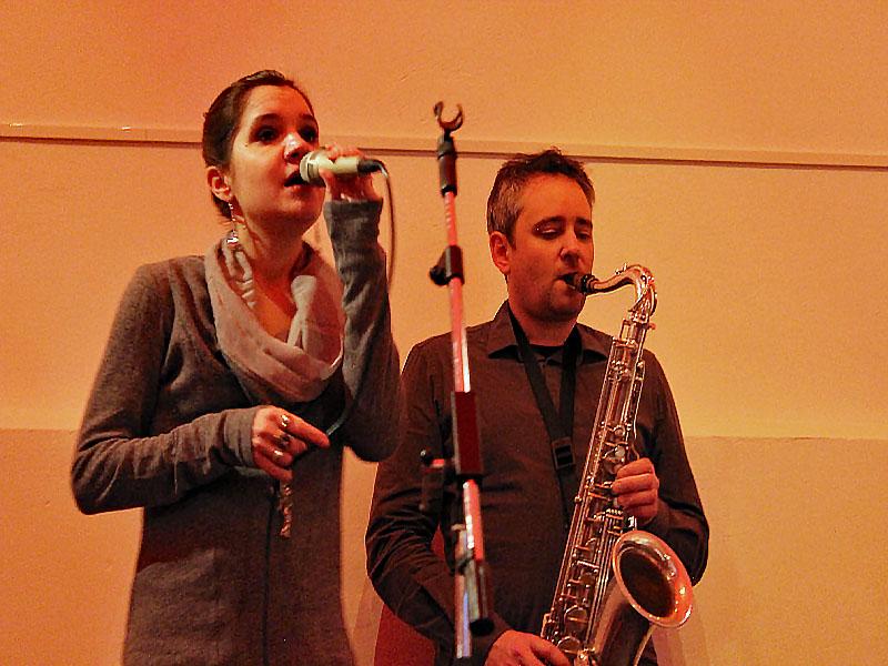 Julia Schroeter und Matthias Huber beim Konzert von Swing it UP in Valley