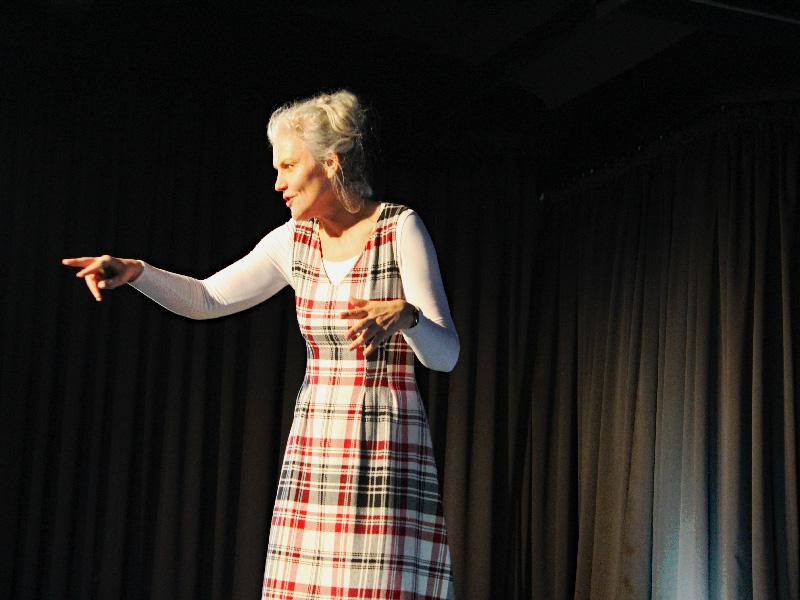 Barbara Geiger im Dialog mit den Kindern
